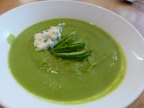 Pea soup with ricotta and cucumber