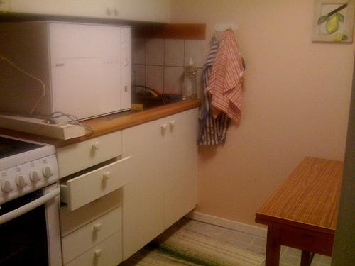Alte Möbel und Küchen mit Klebefolie erneuern - klebefolie kueche kuechenmoebel