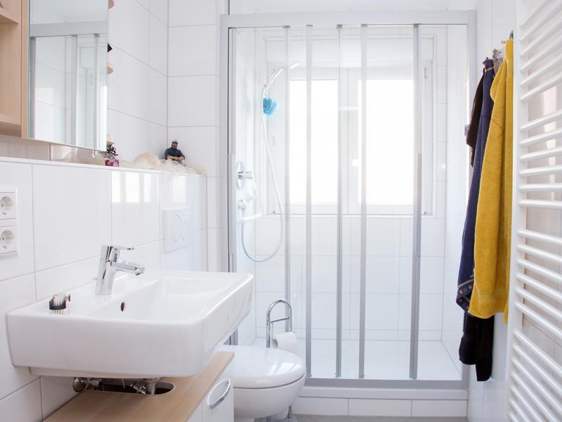 Das Bad renovieren ▷ Modernisierung für jedes Budget - bauende - badezimmer 6 qm kosten