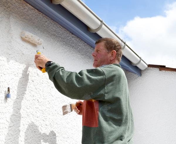 Fassade streichen Von der Vorbereitung bis zum fertigen Anstrich - fassade streichen welche farbe