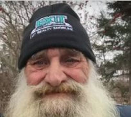 Newfoundland man shaves beard after 39 years for charity