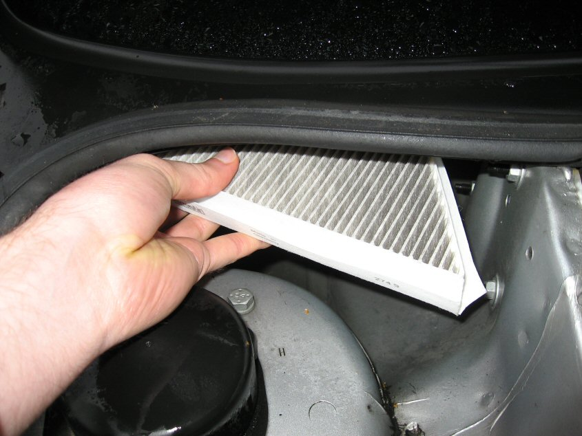Peugeot 206 - Changing the pollen filter (aka cabin filter) - BeachyUK