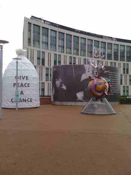 2010_lennon-peace-monument-liverpool_01