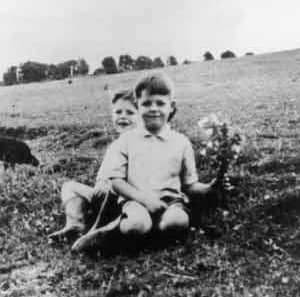 40s_paul-mccartney_009_family