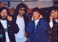 fingers-in-ears-Ringo-Paul-George.PNG