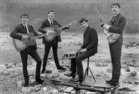 http://i0.wp.com/www.beatlesource.com/savage/1962/62.09.XX%20peter%20kaye/03bally/07.jpg?w=200