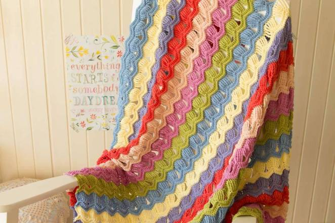 wink-acreativebeing-vintage-fan-ripple-crochet-afghan-blanket-3