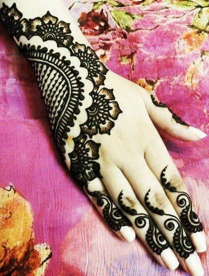 Mehendi on top of hands 9