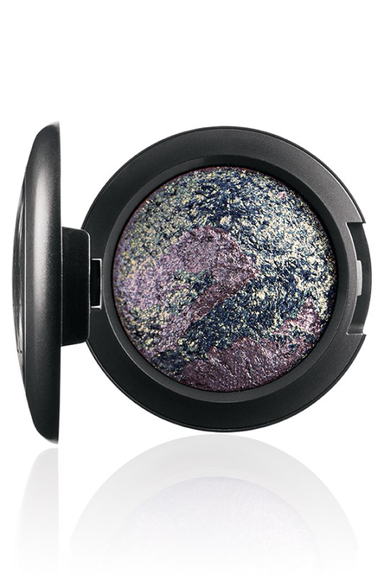 ApräsChic MineralizeEyeShadow FrostatMidnight 72 Introducing MAC Après Chic Collection