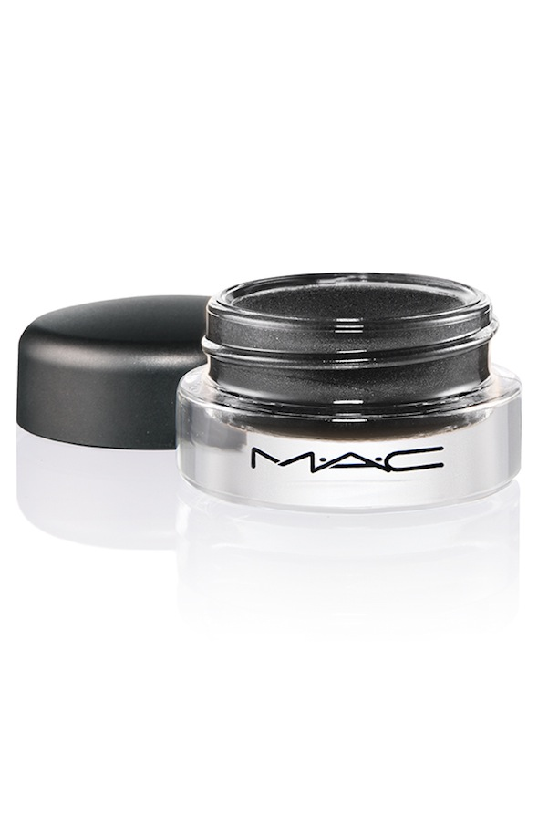 ProLongwear PaintPot Blackground 72 Introducing MAC Pro Longwear Paint Pot Collection