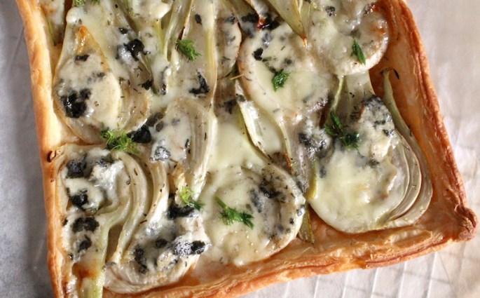 Plaattaart met venkel en blauwe kaas