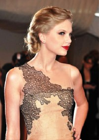 Pictures of Taylor Swift Chignon Updo Hairstyle