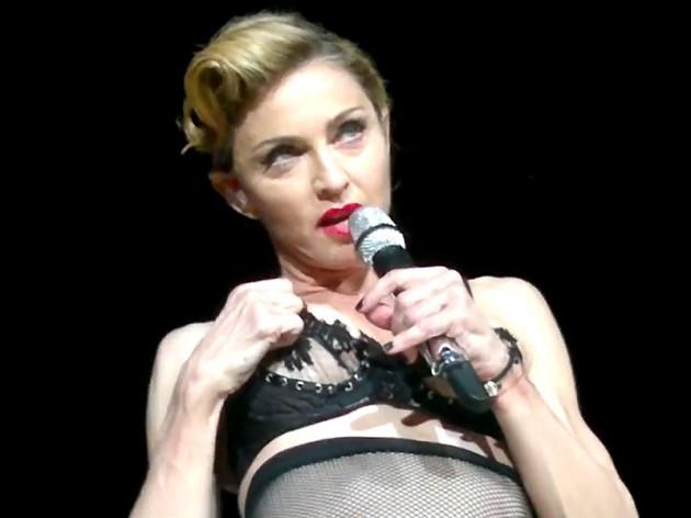 Madonna flashes her Boob in Turkey!!??