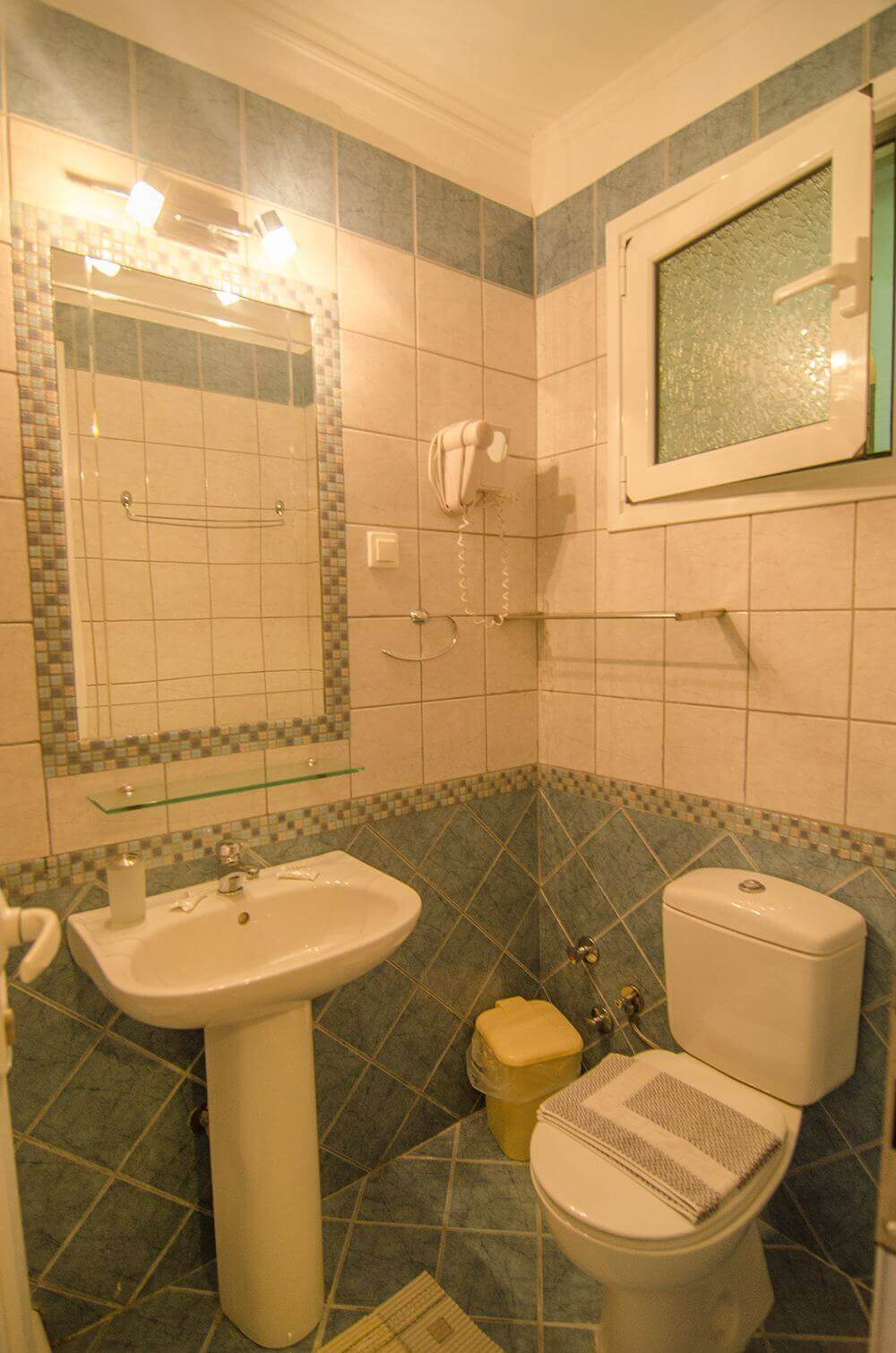 Bella vista apartments corfu studio mit kitchenette for Bella bathrooms