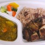No.19【Yaad Food】ジャマイカンデラックス弁当¥800