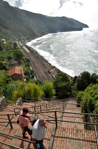 hike down the Lardarina, a long brick flight of steps composed of 33 flights with 382 steps to the train station
