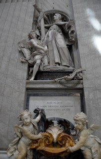 On the first piers of the nave are two Holy Water basins held by pairs of cherubs each 2 metres high, commissioned by Pope Benedict XIII from designer Agostino Cornacchini and sculptor Francesco Moderati, (1720s)