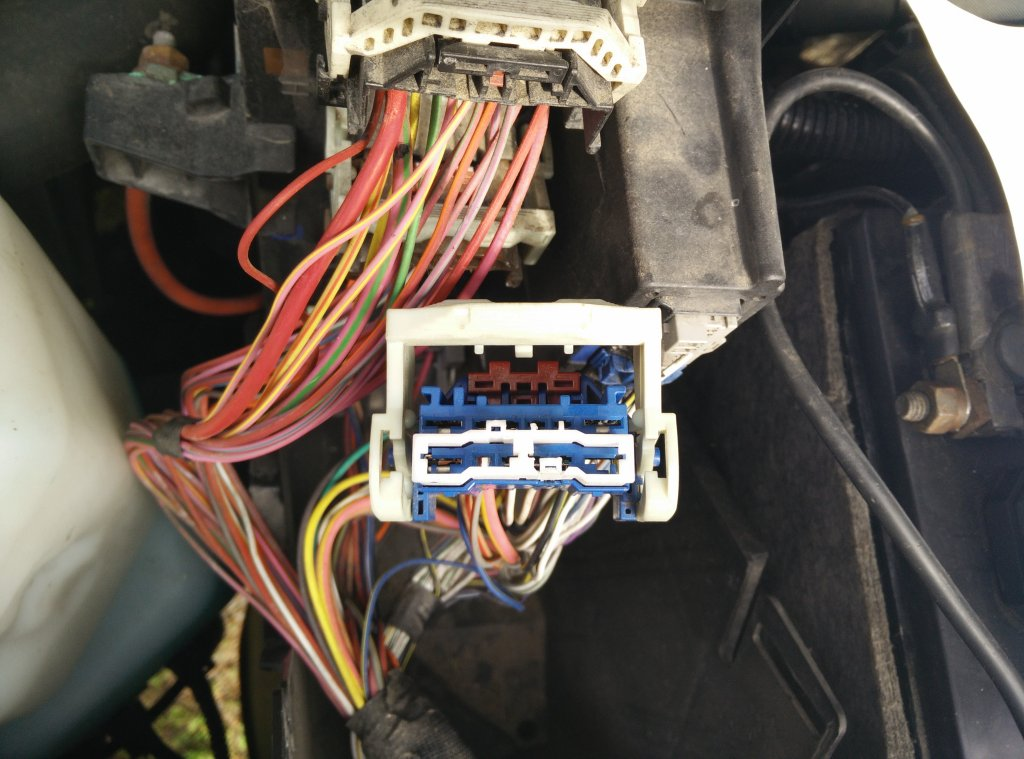 BenchtestCom - Garage - Repairing a Dodge Ram Air Conditioning and TIPM