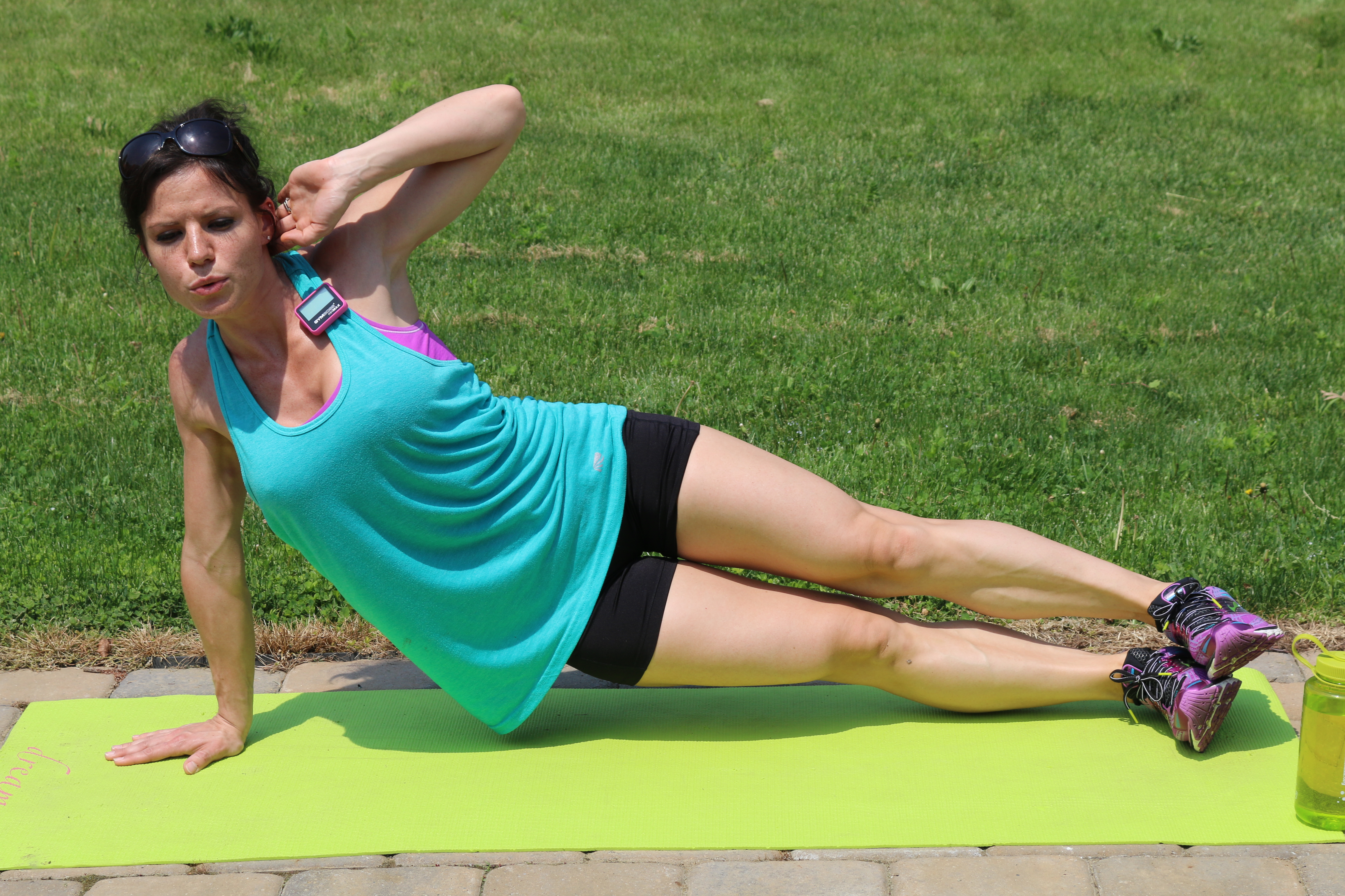 Side Plank Hip Drop: Part 2 Drop your hips toward the ground. Immediately press back up to lift the hips high.