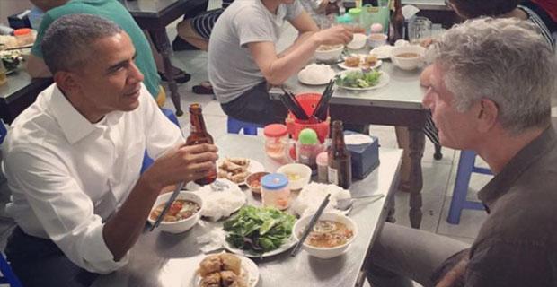 Di Vietnam Obama tak sungkan makan di warung bakmi