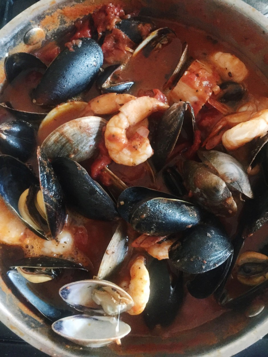 How to make cioppino for date night at home besos alina for How to make fish stew