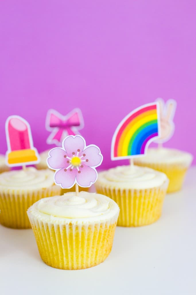 PRINTABLE EMOJI CUPCAKE TOPPERS FOR A FUN UNIQUE CAKE TOPPER