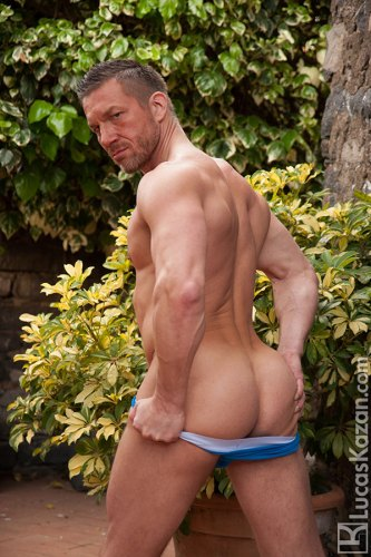muscle-male-butt-naked