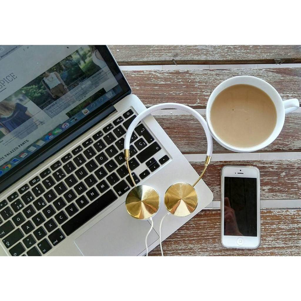 Hora del cafe Coffee Time  frends headphones frends machellip