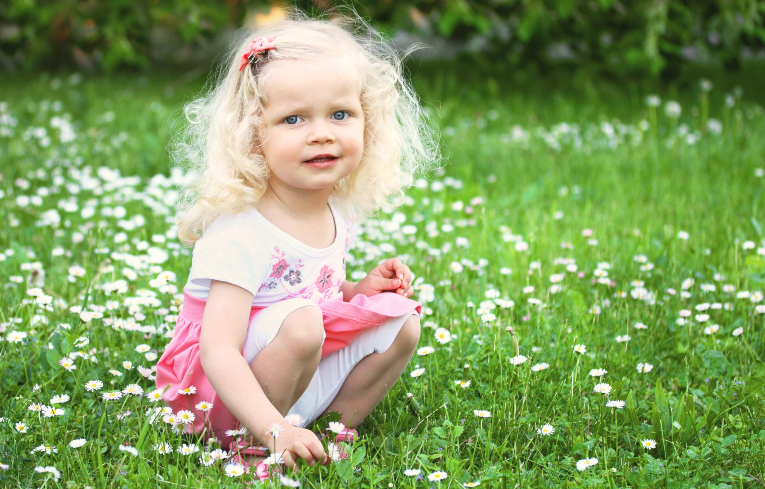 Cute Small Sad Girl Wallpaper Little Girl Is Sitting On Green Meadow Wallpapers