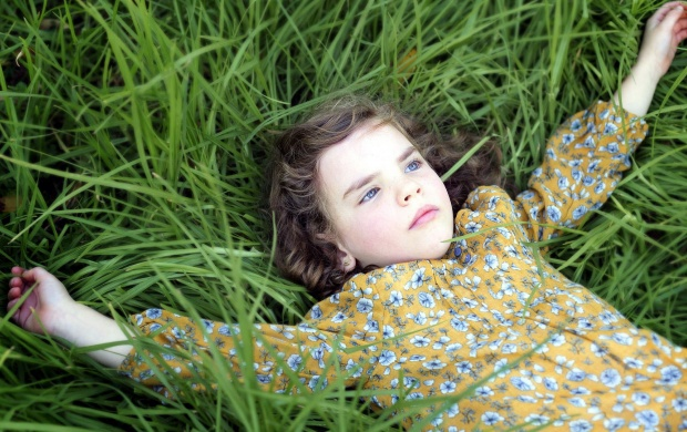 Cute Baby Girl Wallpapers For Facebook Cover Girl Grass Sleeping Look Wallpapers
