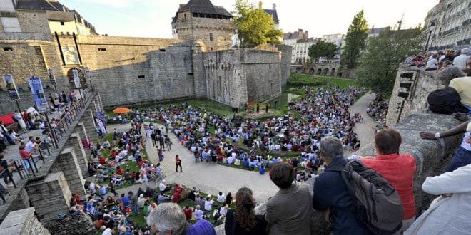 Tribal voix, concert dans les douves du château FESTIVAL AUX HEURES D ETE