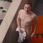 High-Rise Trailer – Tom Hiddleston gets naked in a retro-futuristic apartment building