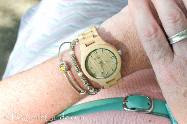 Jord wood watch review Plus Size Causal Fashion from BigGirlsGuide.com plus size blogger Sherry Aikens