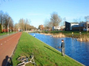 Bike-only road next to canal in Groningen, Netherlands. Image Credit: Zachary Shahan / Bikocity