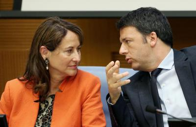 Italian premier Matteo Renzi (R) talks with Minister for Ecology, Sustainable Development and Energy Segolene Royal during the meeting on  climate change at parlamentary hall at Camera dei Deputati (High Chamber), in Rome, 22 June 2015. ANSA/ALESSANDRO DI MEO