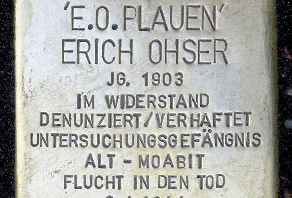 600px-Stolperstein.Kreuzberg.Dudenstraße_10.E.O._Plauen.1211