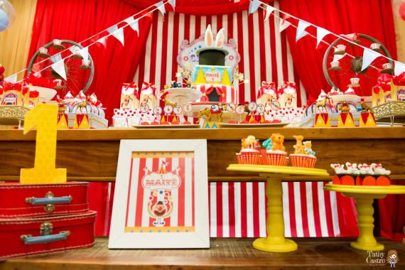 Classic Red & White Circus Themed Birthday Party ...