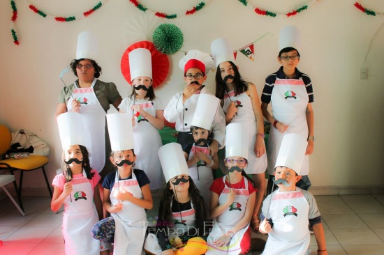 pizza-birthday-party-ideas-chef-hats-aprons-dressed-up