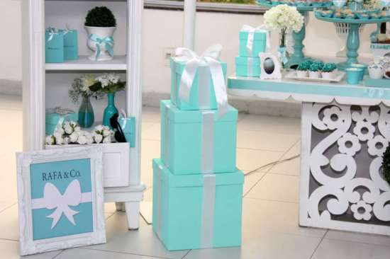 breakfast-at-tiffanys-birthday-party boxes