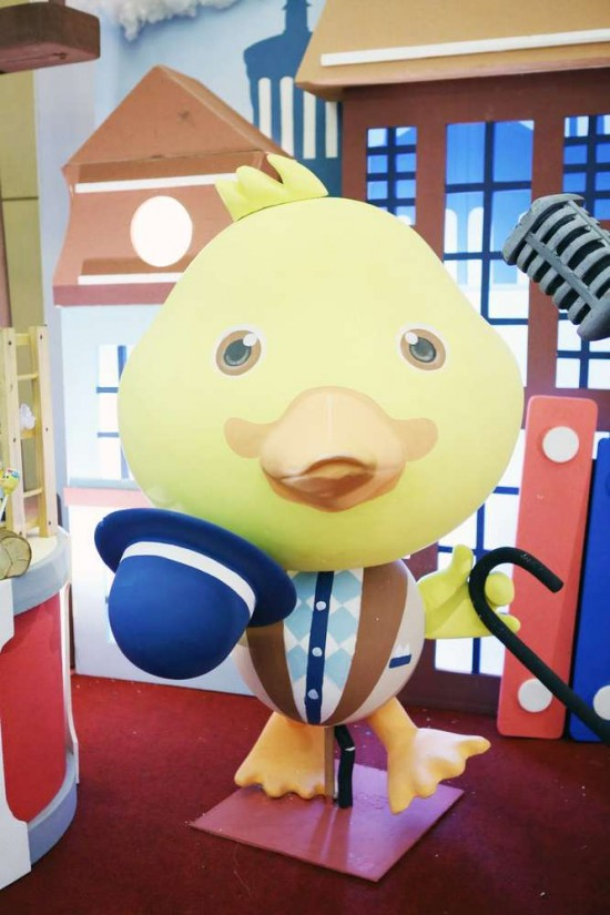 Singing-And-Dancing-With-Ducks-Birthday-Duck