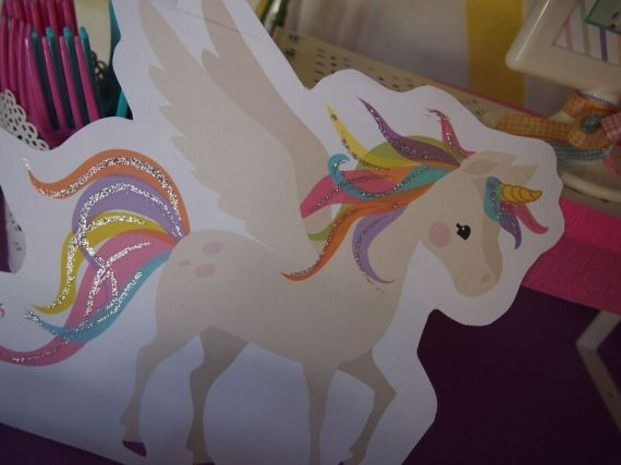 Rainbow-Unicorn-Birthday-Party-Glitter-Art