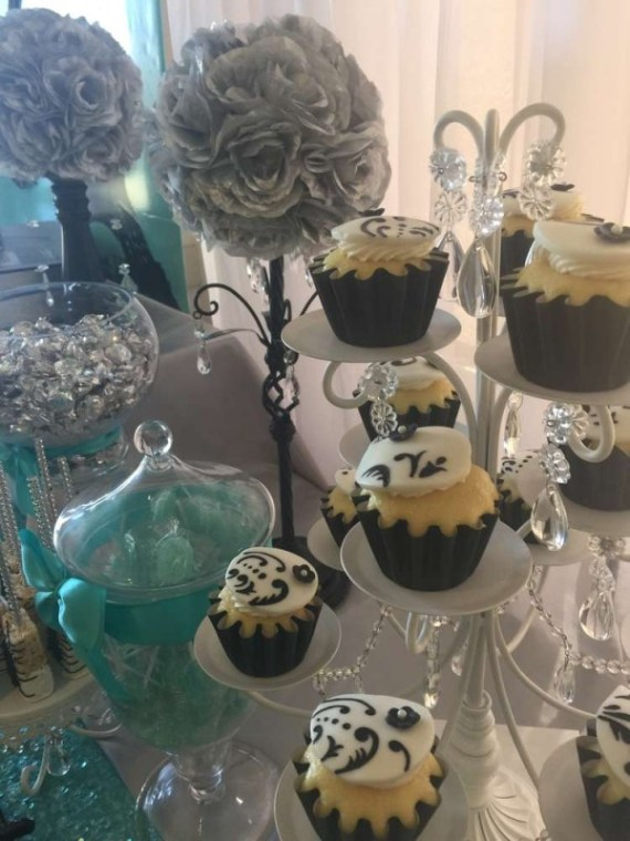 Sweet-Sixteen-Paris-Style-Birthday-Cupcakes