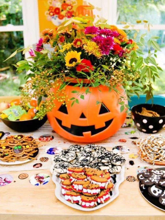 Playful-And-Spooky-Pumpkin-Halloween-Party-Centerpiece