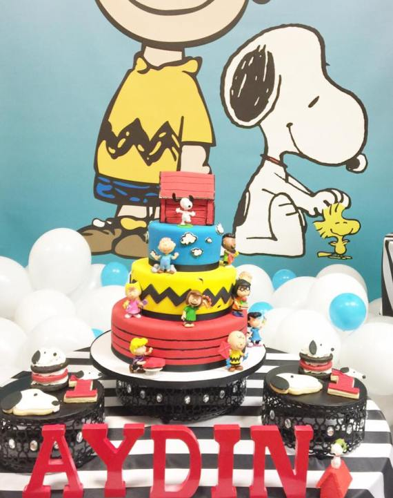 Snoopy-And-Pals-Birthday-Cake