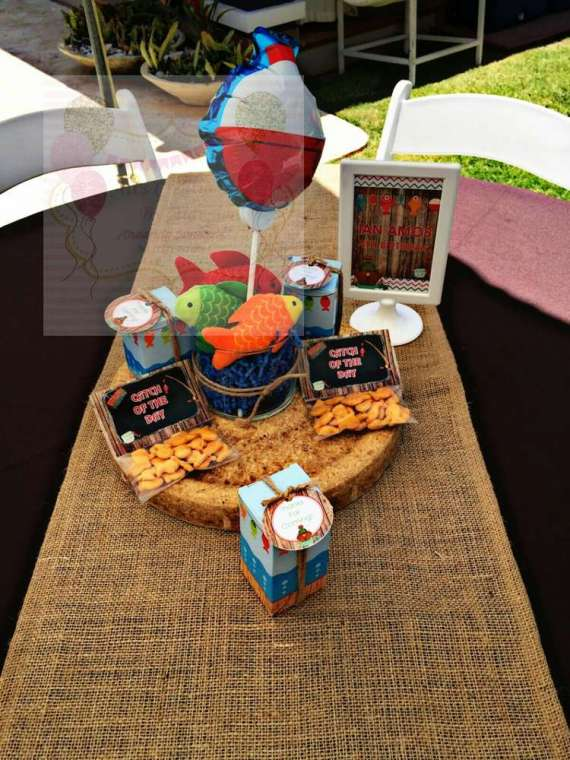 Charming-Gone-Fishing-Birthday-Party-Goldfish-Crackers