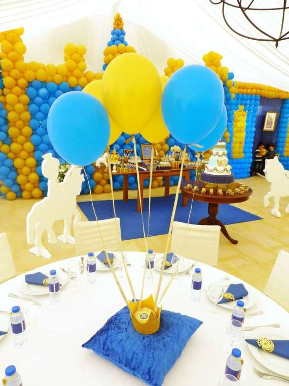 Blue-And-Yellow-Royal-Prince-Birthday-Guest-Table