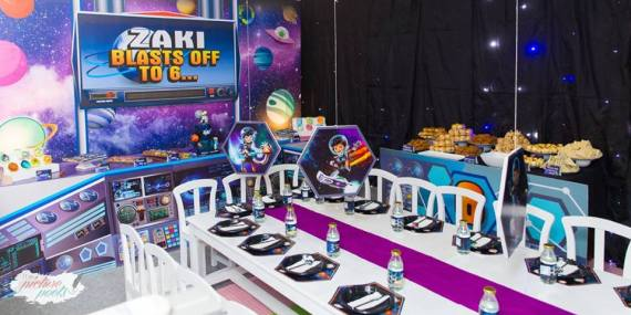 Galactic-Birthday-Celebration-Guest-Tables