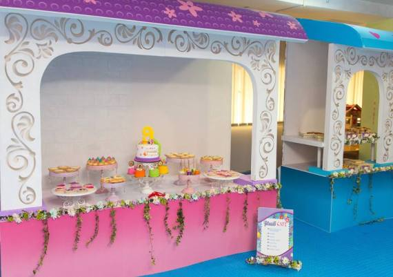Modern-Lego-Friends-Birthday-Buffet-Tables