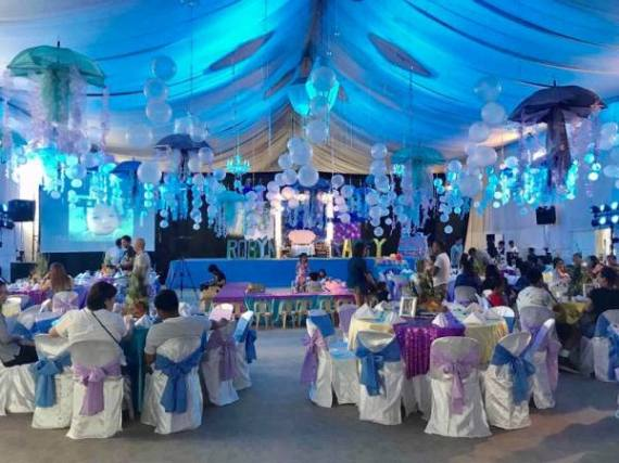 Tropical-Under-The-Sea-Adventure-Party-Guest-Tables