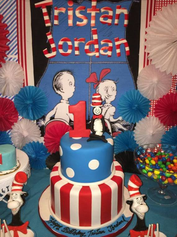 Dr.-Seuss-Birthday-Party-Cake